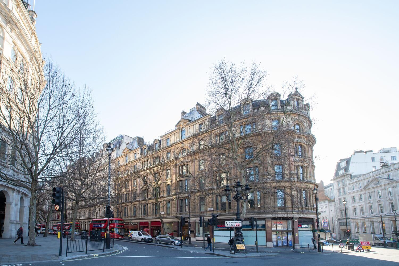 Northumberland Avenue, Trafalgar Square r
